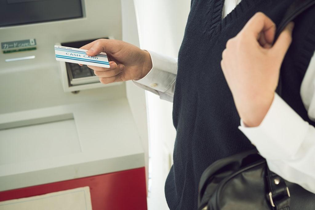 消費者金融カードローンと銀行カードローンの違い