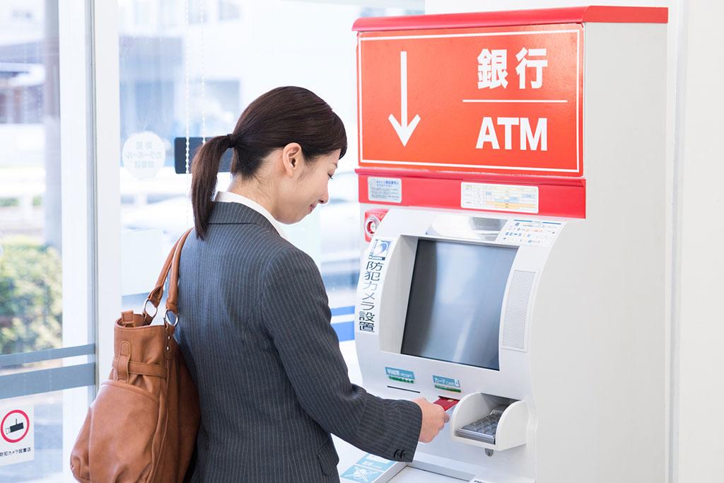 銀行 山梨 atm 中央